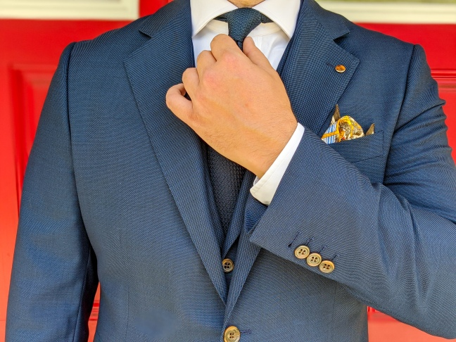 Soft shoulder, 4-inch notch lapels,and surgeon cuffs.